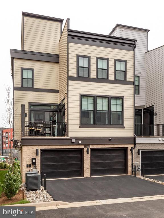 Spacious Parking and Privacy with alley access - 44665 BRUSHTON TER, ASHBURN
