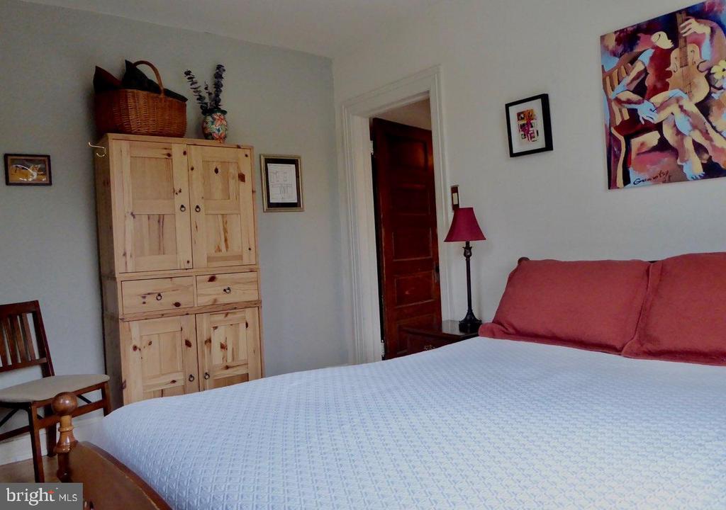 The back bedroom - 900 SOUTH CAROLINA AVE SE, WASHINGTON