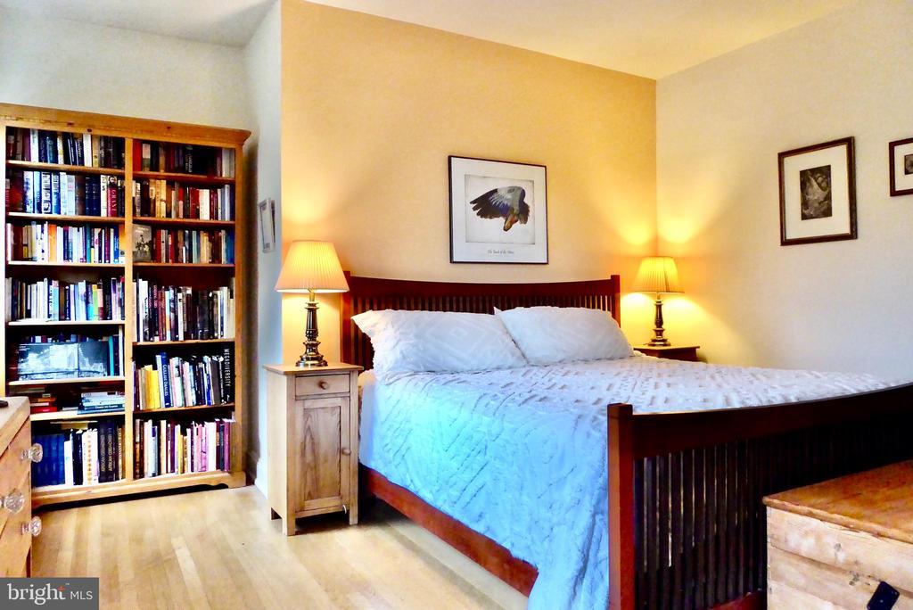 Select library for the Master bedroom - 900 SOUTH CAROLINA AVE SE, WASHINGTON