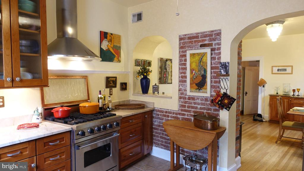 Socially flowing from kitchen to the dining room - 900 SOUTH CAROLINA AVE SE, WASHINGTON
