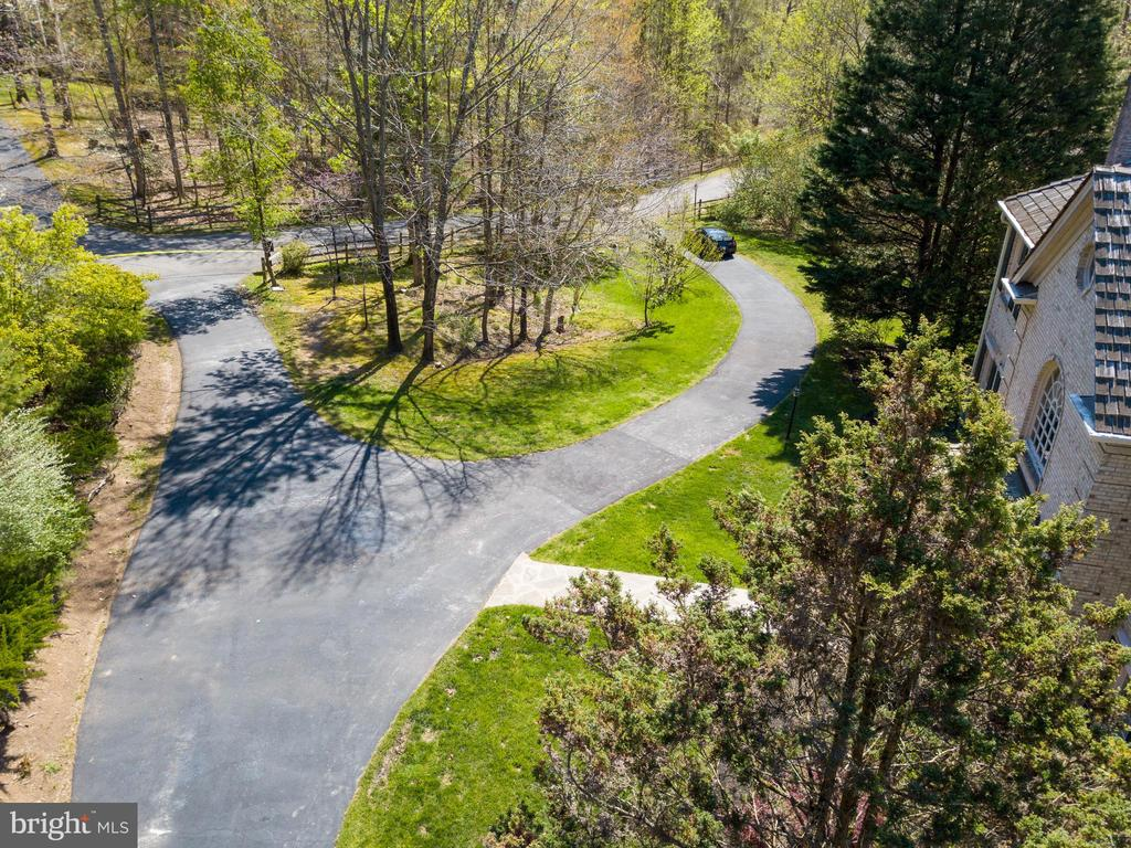 Circular Drive w/ Additional Parking Space - 7780 KELLY ANN CT, FAIRFAX STATION