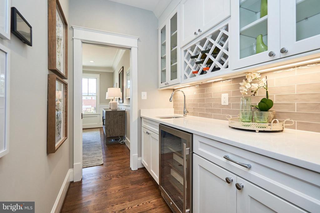 Butler's pantry-Same  model, different location - 4042 21ST ST N, ARLINGTON