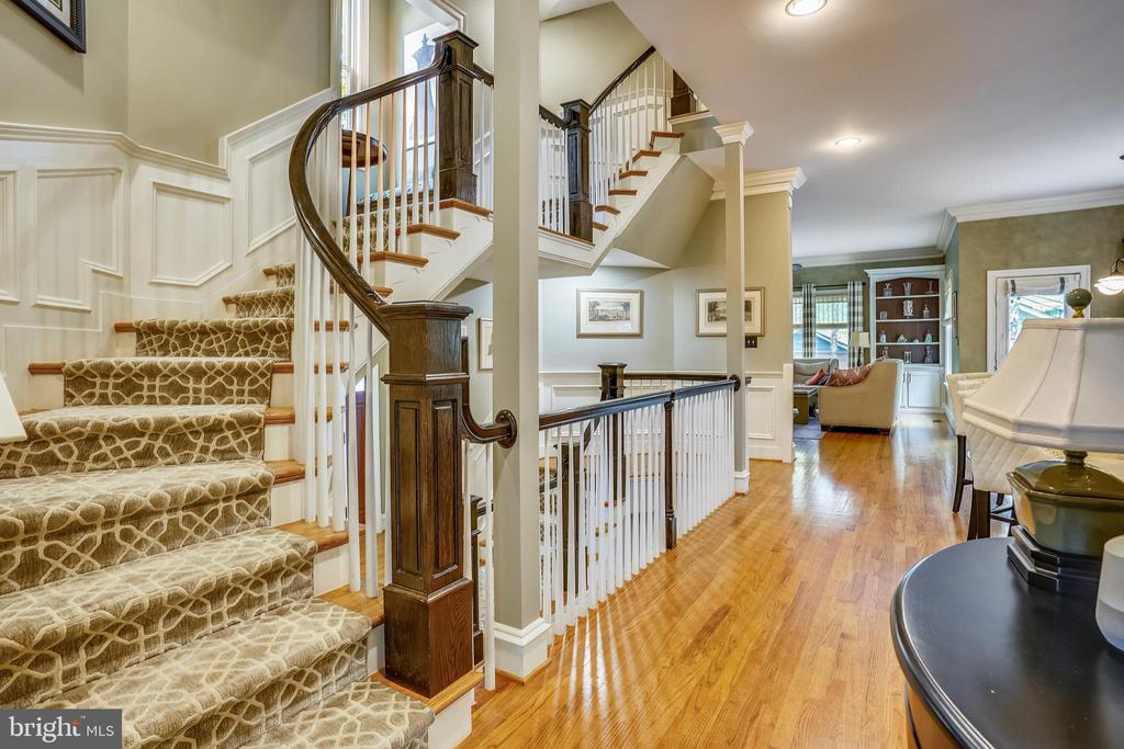 Stairs to Upper Level - 27 E MASONIC VIEW AVE, ALEXANDRIA