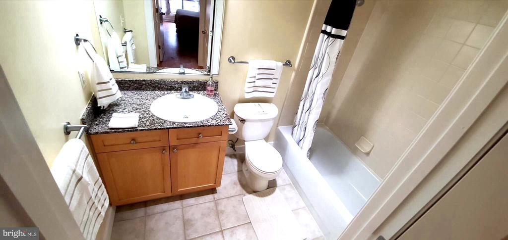 Shower/tub combo - 777 7TH ST NW #518, WASHINGTON