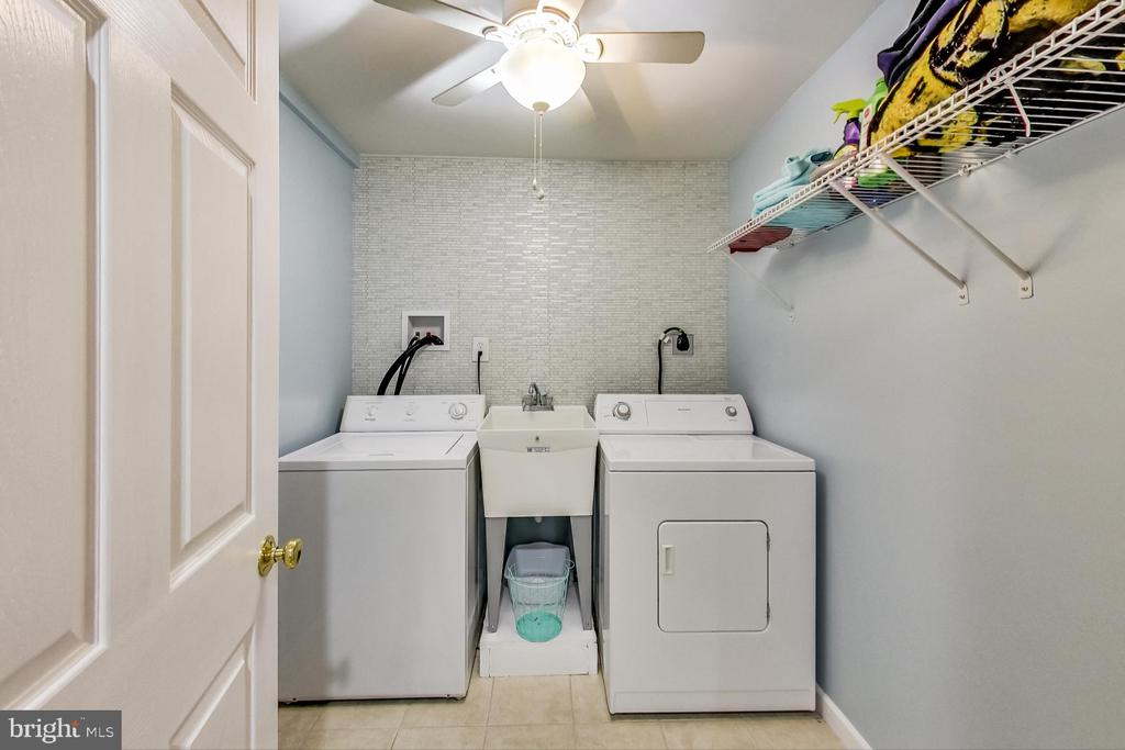 Laundry room - 3 FOUNTAIN DR, STAFFORD