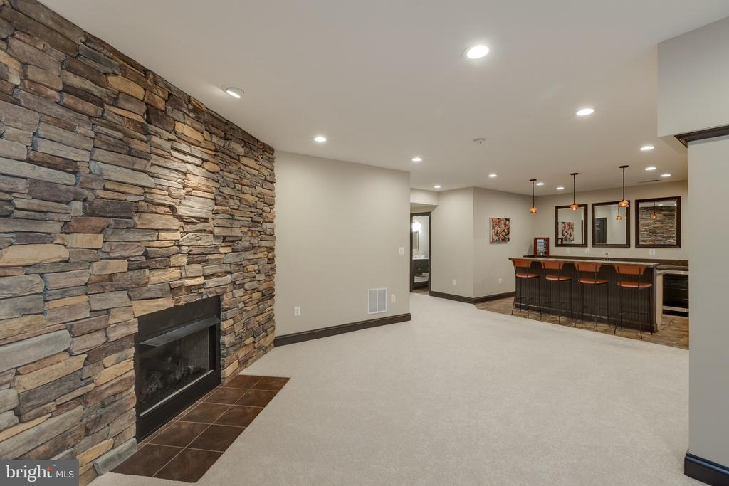 Lower Level Wetbar and Stone Front Fireplace - 16329 LIMESTONE CT, LEESBURG