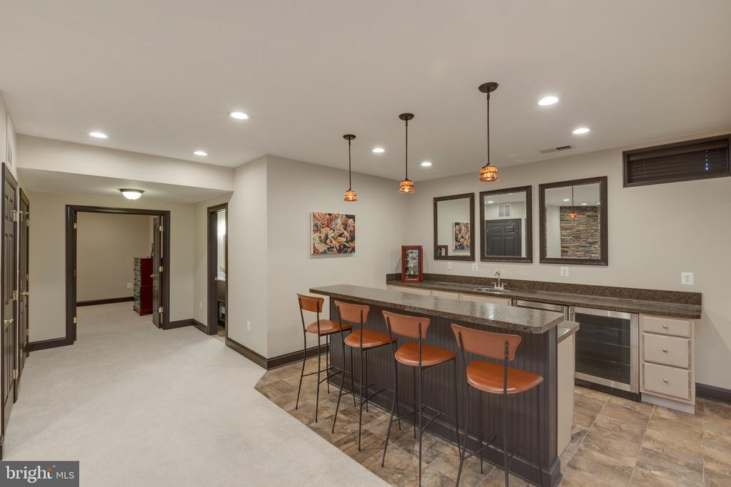 Lower Level Wetbar - 16329 LIMESTONE CT, LEESBURG