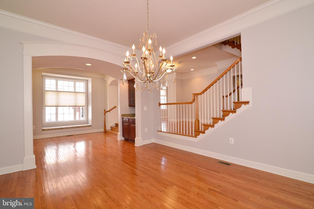 Charming Window Seat with Oversized Window. - 18229 CYPRESS POINT TER, LEESBURG