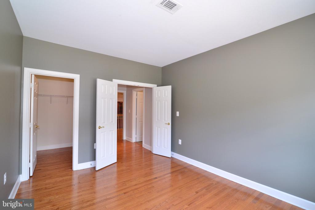Main Level Bedroom with Walk-In Closet. - 18229 CYPRESS POINT TER, LEESBURG