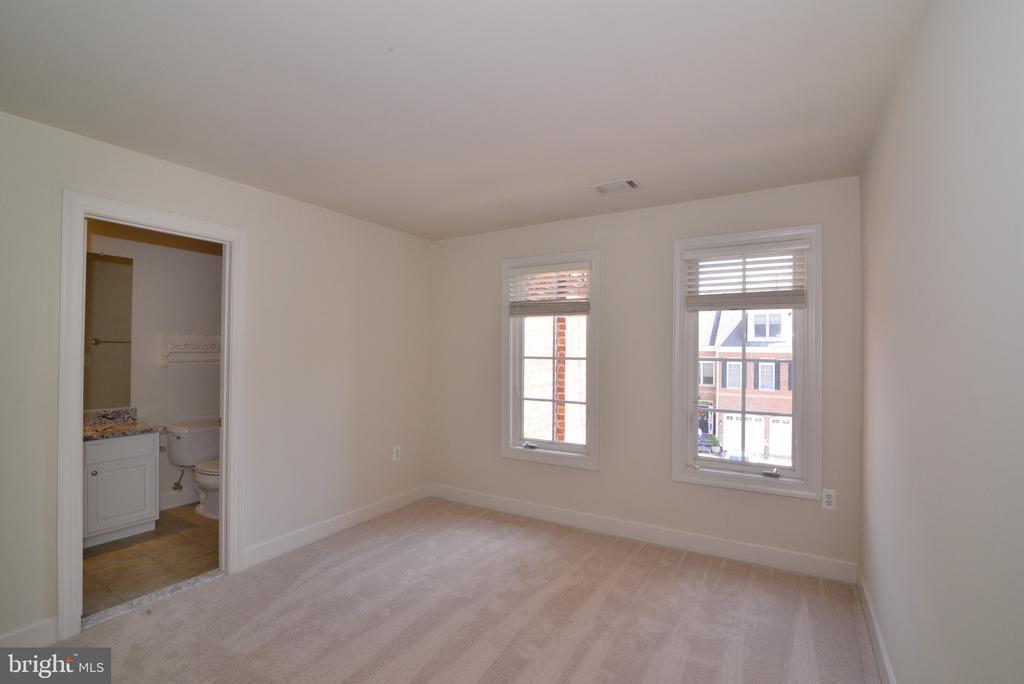 Upper Level EnSuite Bedroom #3 - 18229 CYPRESS POINT TER, LEESBURG