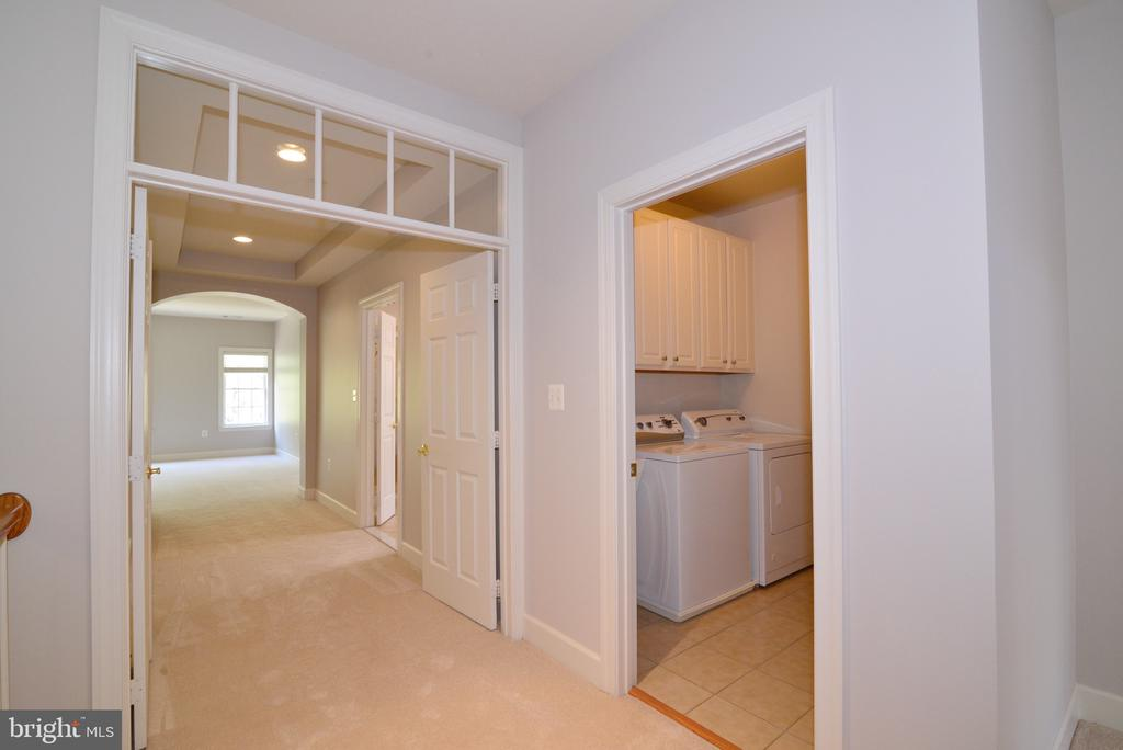Highly Sought After Upper Level Laundry. - 18229 CYPRESS POINT TER, LEESBURG