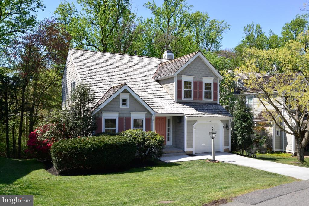 Wonderful Cape Cod Style - 11612 OLD BROOKVILLE CT, RESTON