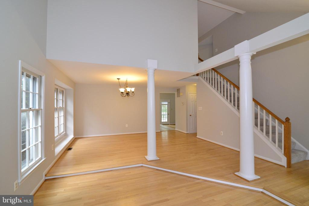 Main Level Open Floor Plan - 11612 OLD BROOKVILLE CT, RESTON