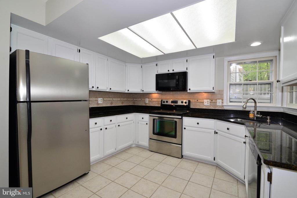 Kitchen - 11612 OLD BROOKVILLE CT, RESTON