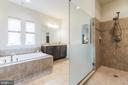 Luxurious master bath - 17 WAGONEERS LN, STAFFORD