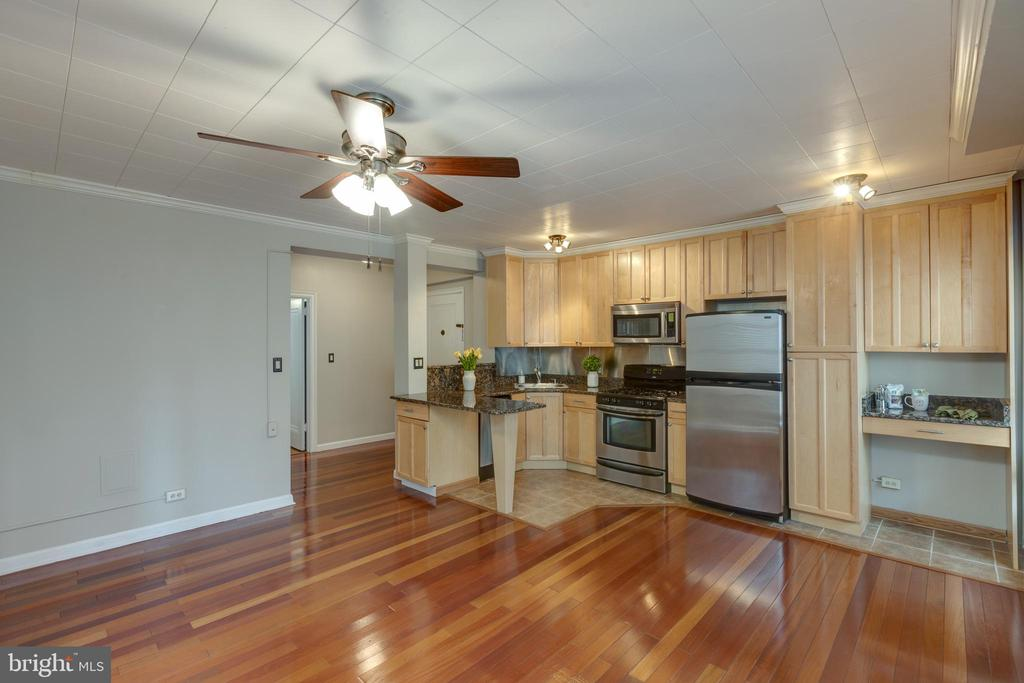 Desk nook perfect for working from home! - 2100 19TH ST NW #604, WASHINGTON
