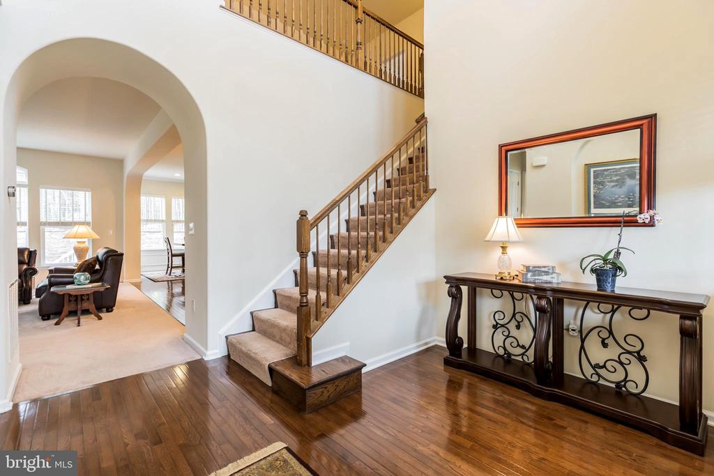 Enter the home into the gorgeous 2 story foyer - 17 WAGONEERS LN, STAFFORD
