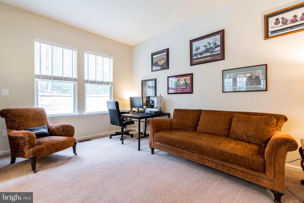 Relax and grab quiet time in the hearth room - 17 WAGONEERS LN, STAFFORD