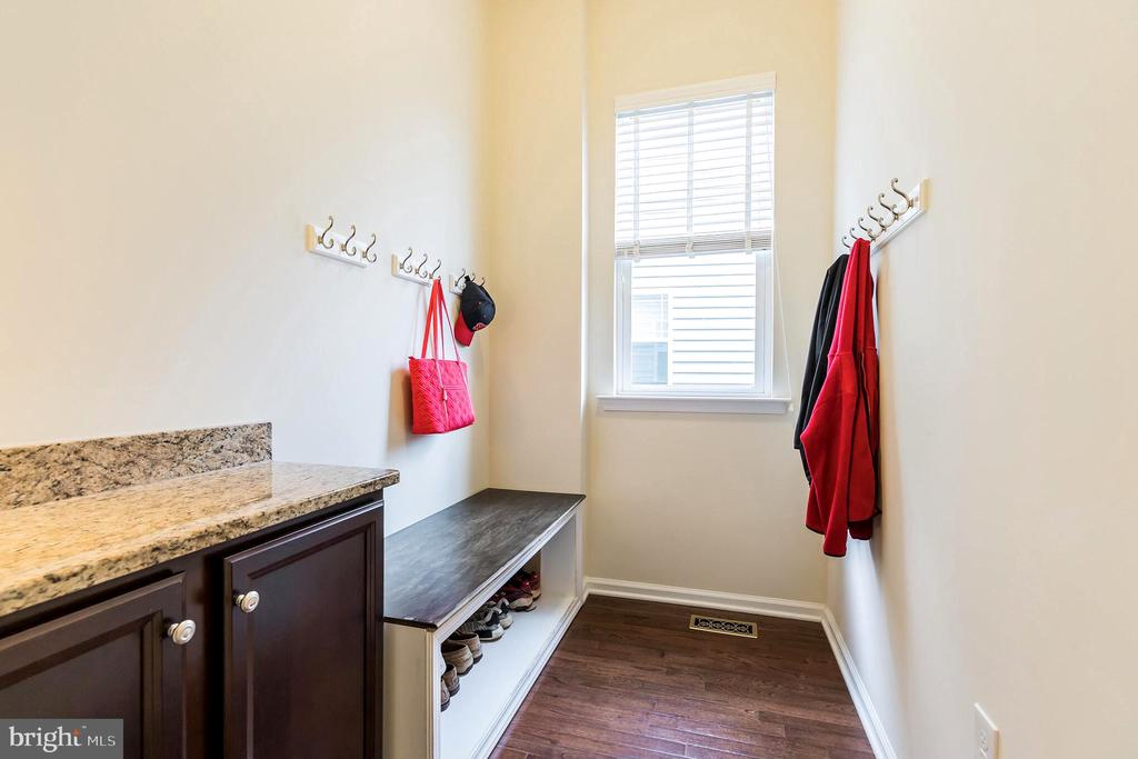 Hang jackets and store shoes out of the way! - 17 WAGONEERS LN, STAFFORD