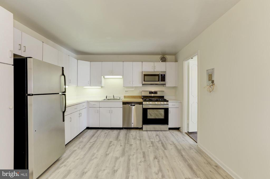 Kitchen with Stainless Steel Appliances - 4620 N PARK AVE #1005E, CHEVY CHASE