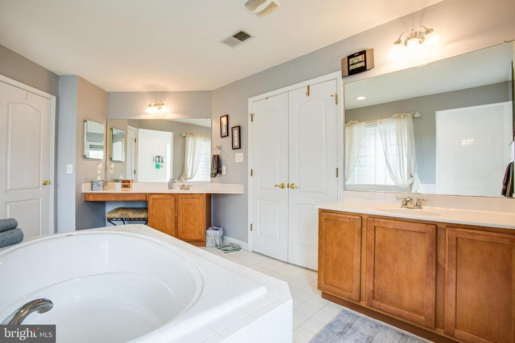 Master bath - 12504 SINGLE OAK RD, FREDERICKSBURG
