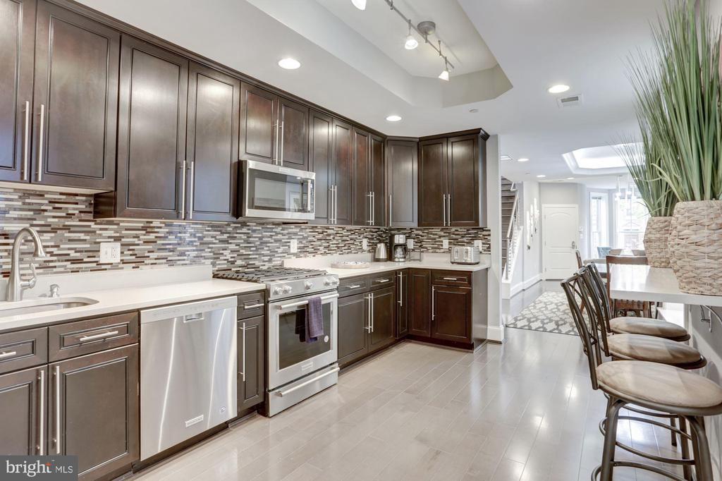Gourmet Kitchen - 229 E ST NE, WASHINGTON