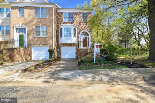 1 CARRIAGE WALK CT