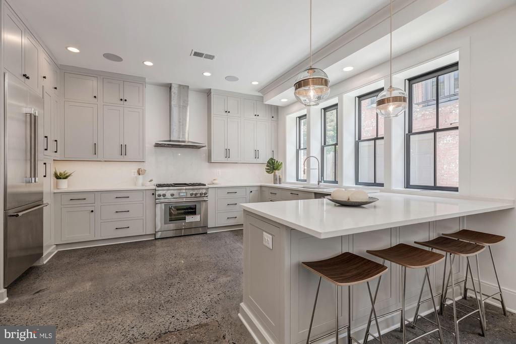 High-End Thermador Kitchen - 17 FREDERICK DOUGLASS CT NE, WASHINGTON