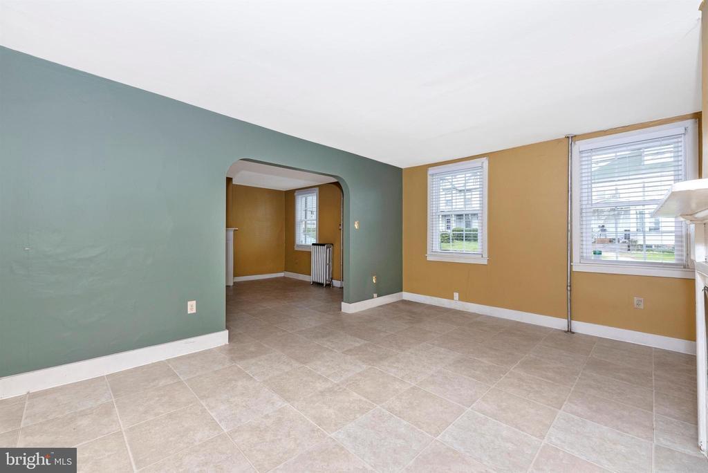 Living Room toward Foyer - 116 S JEFFERSON ST, FREDERICK