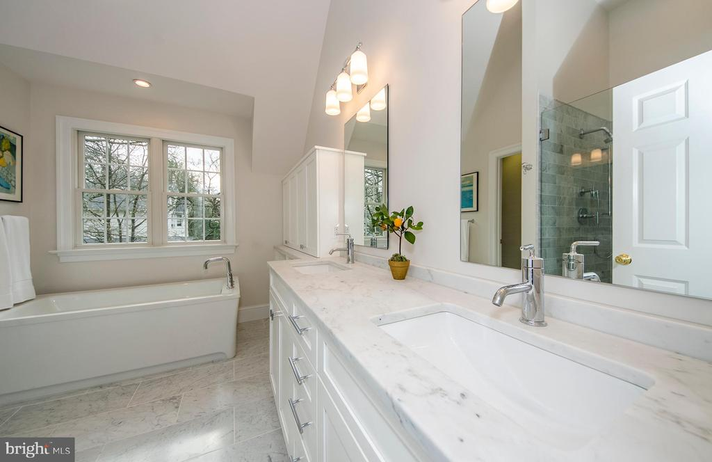 Master bath is marble Has an abundance of storage - 2700 BEECHWOOD PL, ARLINGTON