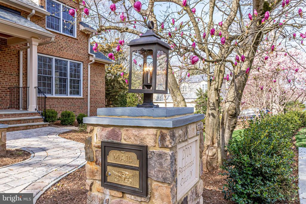 Stone driveway  flagstone mailbox and address post - 2700 BEECHWOOD PL, ARLINGTON