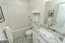 Upper level hall bath - 2700 BEECHWOOD PL, ARLINGTON