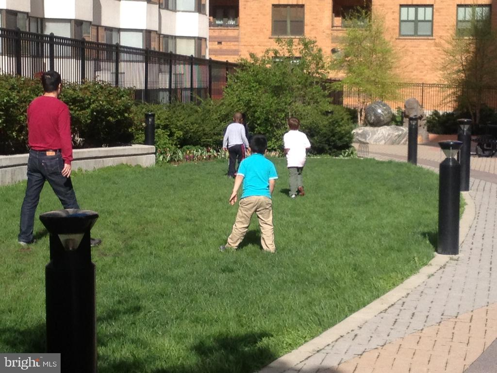 Well maintained park located to building - 1117 10TH ST NW #504, WASHINGTON