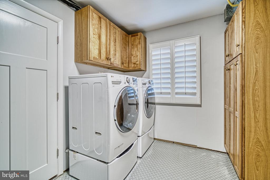 Laundry/ Utility Room on Main Level w/cabinets - 11338 LINKS DR, RESTON