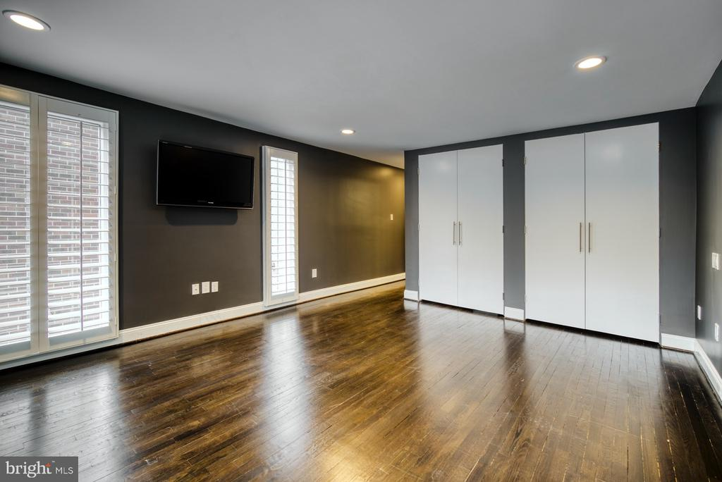 Bedroom #2 has double closets - 11338 LINKS DR, RESTON