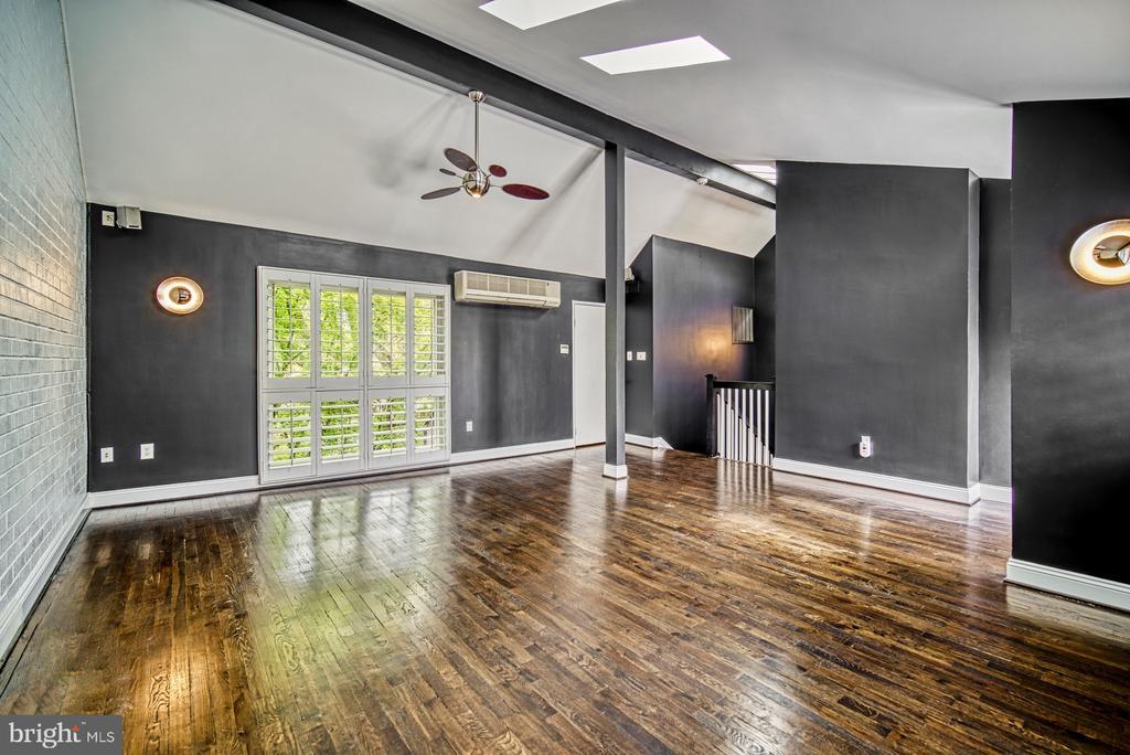 Master Bedroom Suite - 11338 LINKS DR, RESTON
