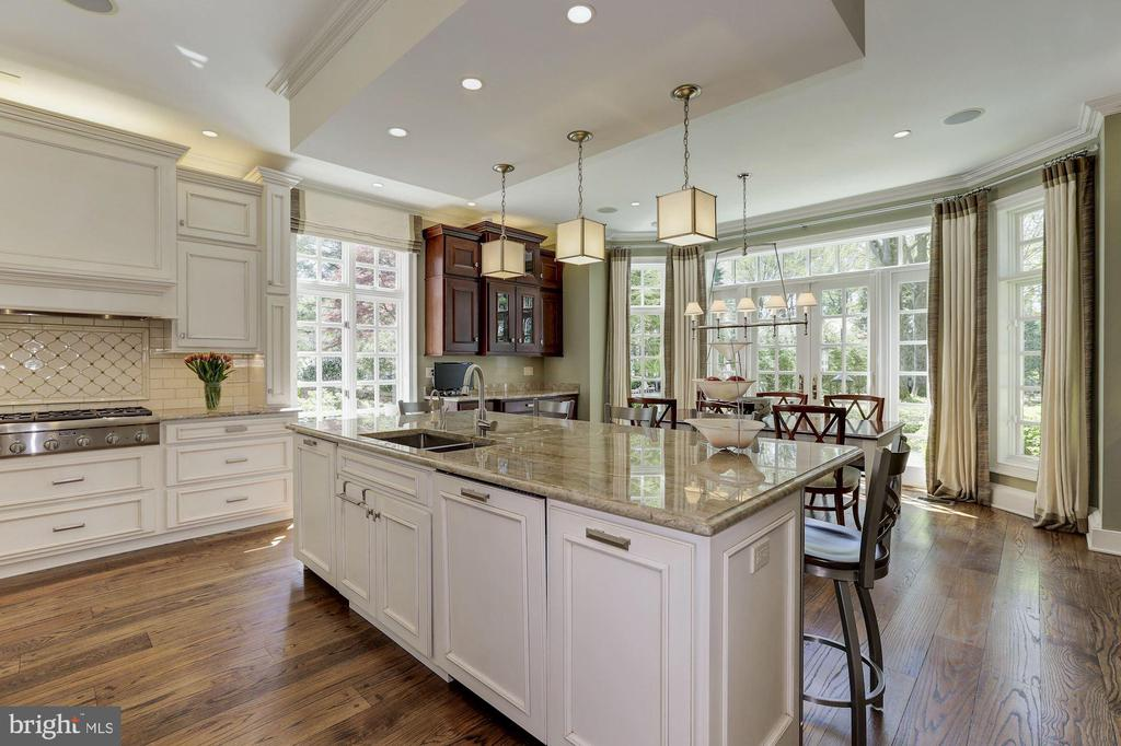 Main Level - Gourmet Kitchen - 11517 HIGHLAND FARM RD, POTOMAC