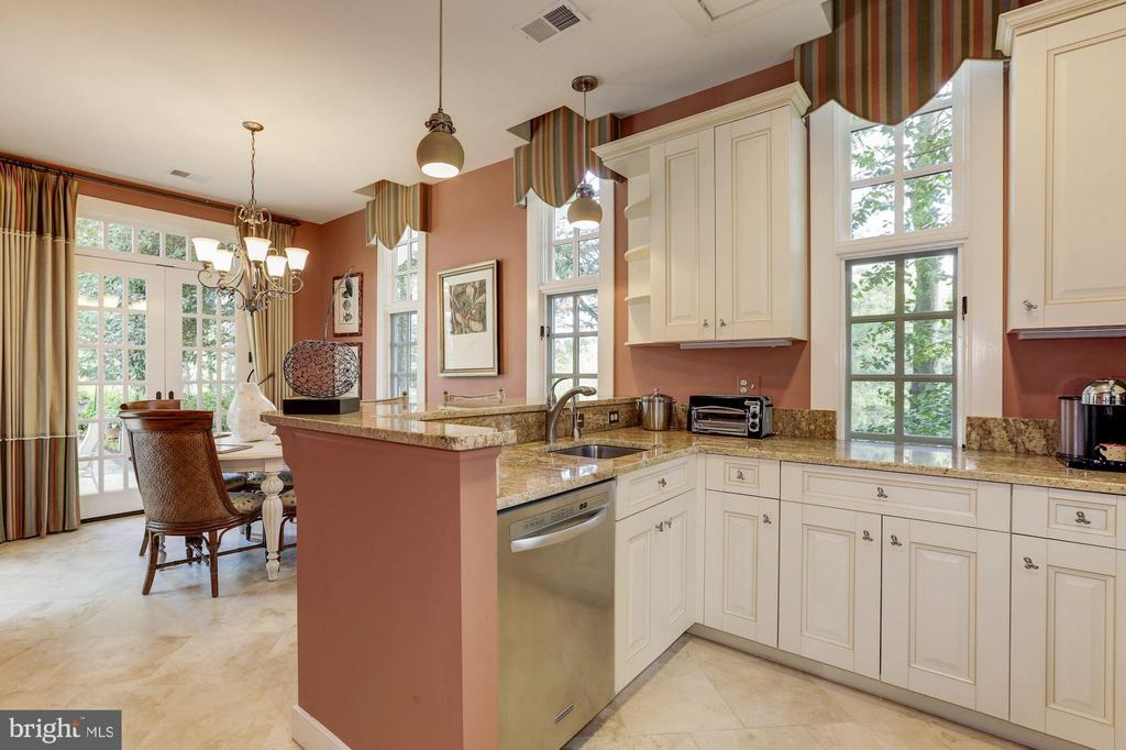 Guest House - Kitchen - 11517 HIGHLAND FARM RD, POTOMAC