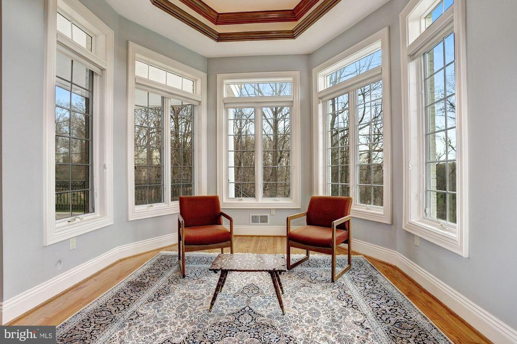 1st Floor Master Suite Sitting Area - 24 BRETT MANOR CT, COCKEYSVILLE
