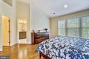 Private Master Luxury Bath and Walk-In Closet - 1911 LOGAN MANOR DR, RESTON
