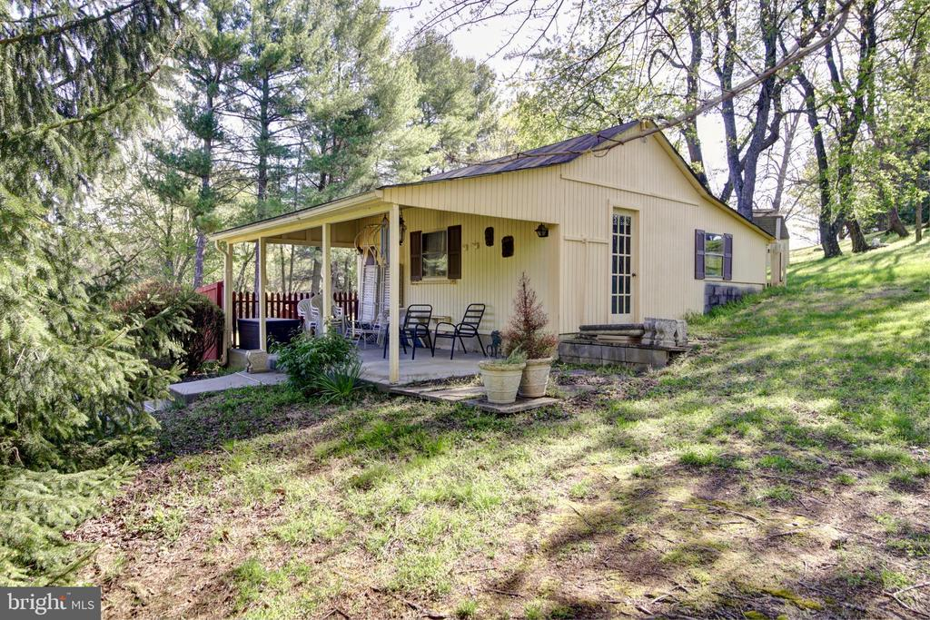 What an adorable Barn, Studio or She-Shed - 14460 MILLTOWN RD, LOVETTSVILLE