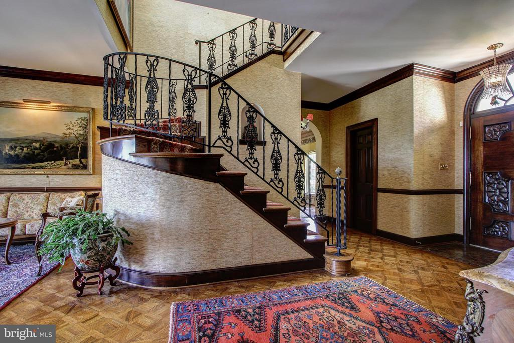 Sweeping Spiral Staircase and Beautiful Wood Floor - 3905 BELLE RIVE TER, ALEXANDRIA