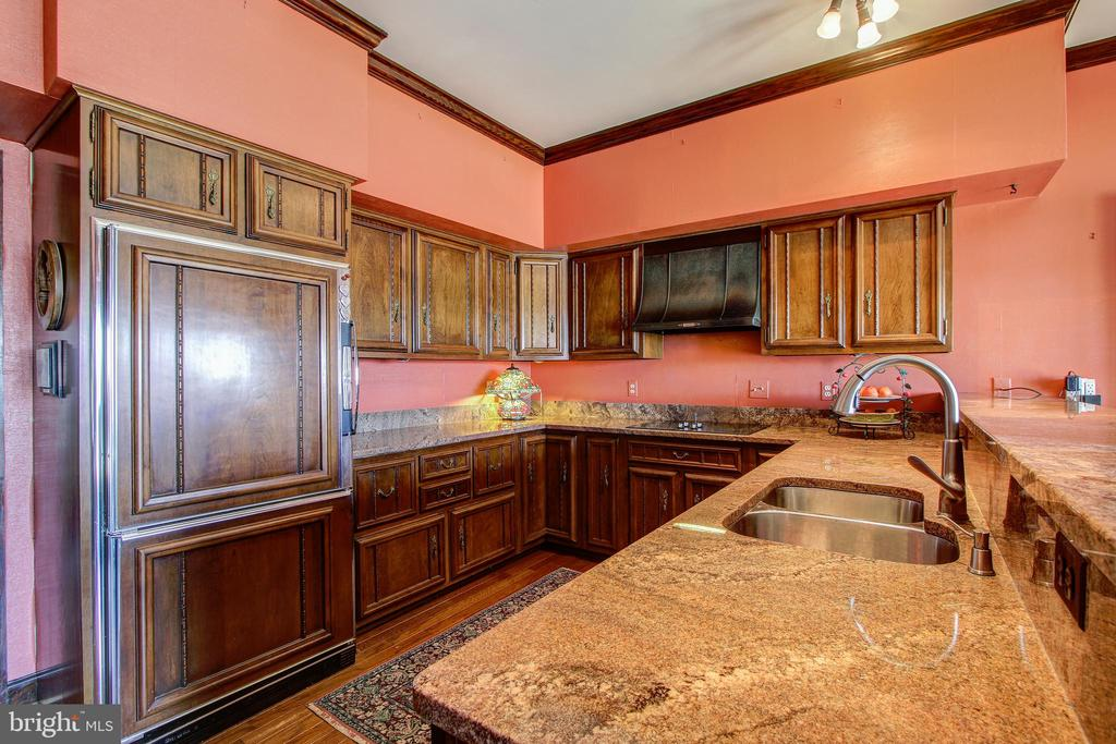 Kitchen With Very Practical Workspace - 3905 BELLE RIVE TER, ALEXANDRIA