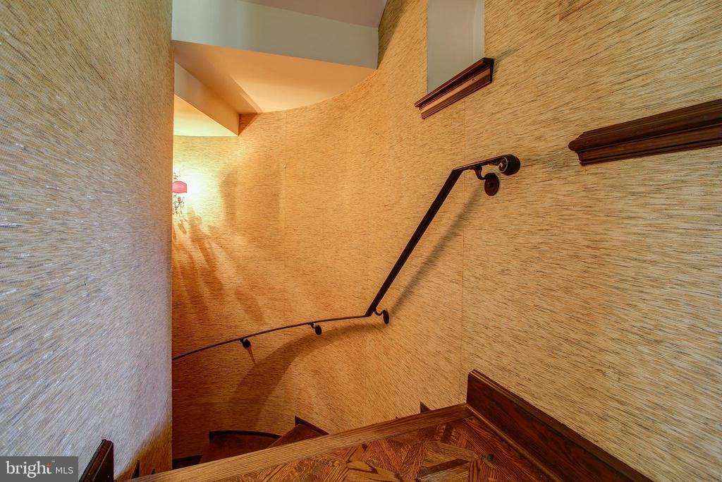 Spiral Staircase from Main to Lower Level - 3905 BELLE RIVE TER, ALEXANDRIA