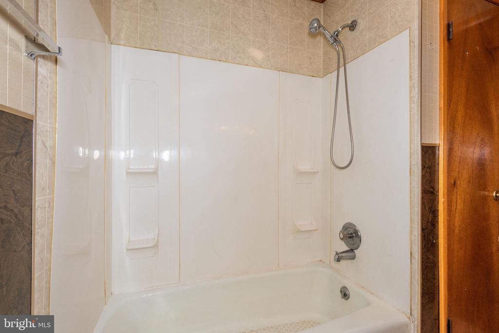 In law full bath - 12011-A KEYMAR RD, KEYMAR