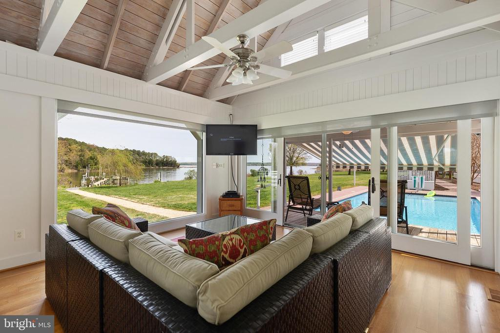 Pool house with cath. ceiling + pool & water views - 15270 HATTON LANDING DR, NEWBURG