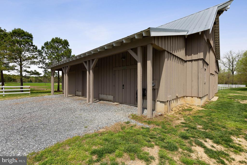 1 1/2 story barn includes a heated caretaker shop - 15270 HATTON LANDING DR, NEWBURG