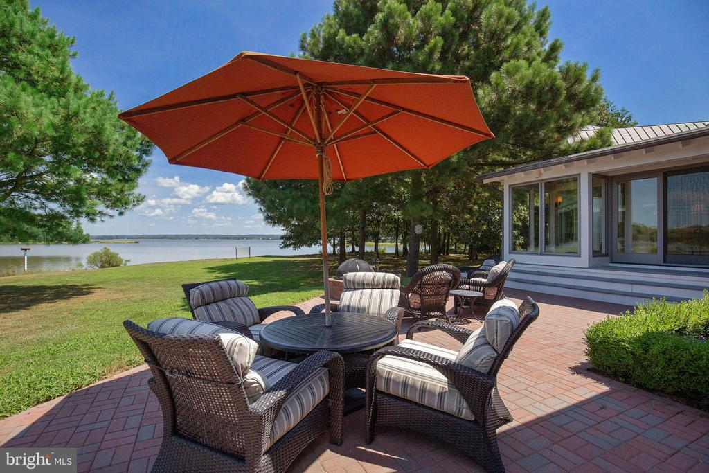 Spectacular water views for outdoor guests - 15270 HATTON LANDING DR, NEWBURG