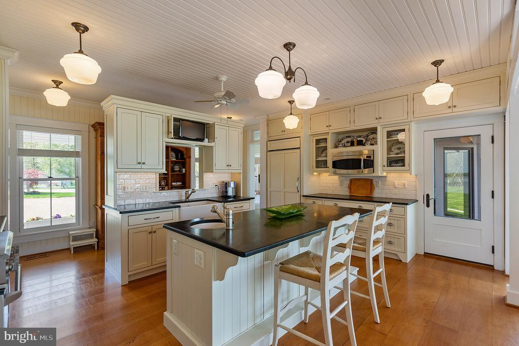 The breakfast bar is perfect for quick meals - 15270 HATTON LANDING DR, NEWBURG