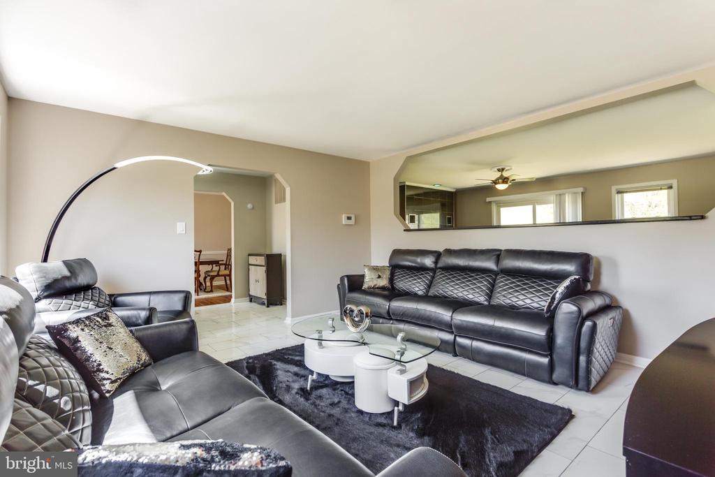 Formal Living room - 4622 CLAYTON RD, WALDORF